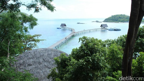 Anambas di Kepulauan Riau memiliki 229 pulau yang tak berpenghuni. Salah satu keindahannya ada di Pulau Bawah yang menawarkan kesan mewah namun ramah lingkungan. (Johanes Randy/detikcom)