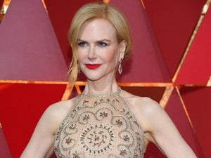 Nicole Kidman Jelaskan Mengapa Tepuk Tangannya Aneh Saat Oscar