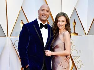 Kekasih Dwayne Johnson Hamil Anak Kedua