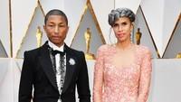 Selain itu tampak pula Pharrell Williams dan Mimi Valdes yang tampak stylish. Frazer Harrison/Getty Images/detikFoto.
