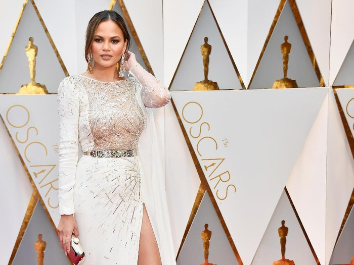 HOLLYWOOD, CA - FEBRUARY 26:  Model Chrissy Teigen attends the 89th Annual Academy Awards at Hollywood & Highland Center on February 26, 2017 in Hollywood, California.  (Photo by Frazer Harrison/Getty Images)