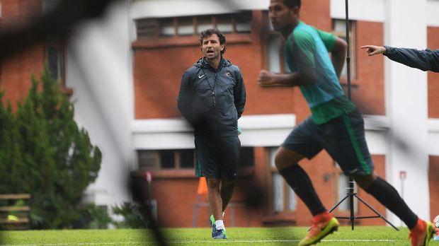 Luis Milla belum merespons tawaran perpanjangan kontrak dari PSSI.
