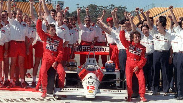 Ayrton Senna dan Alain Prost terlibat persaingan dalam satu tim.