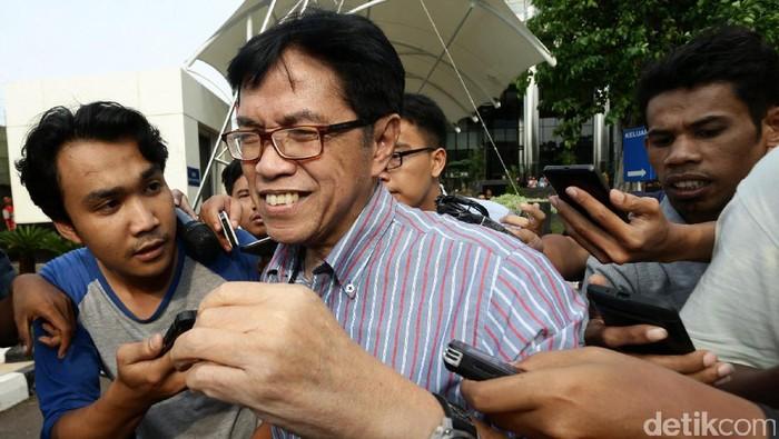 Mantan Direktur Teknik Garuda Indonesia Hadinoto Soedigno diperiksa KPK. Hadinoto dipanggil sebagai saksi untuk eks Dirut Garuda Indonesia Emirsyah Satar.