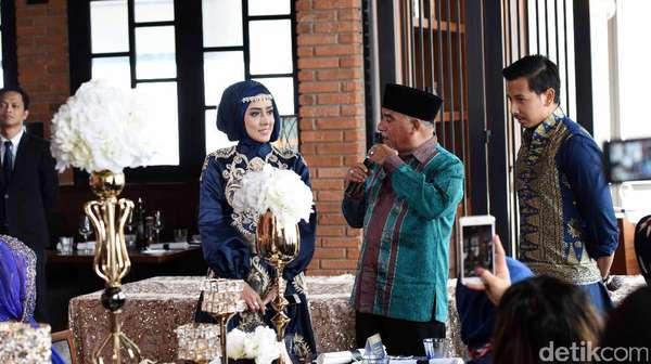 Romantisnya Fairuz A Rafiq dan Sonny Setiawan di Prosesi Lamaran
