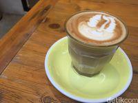 Pigeonhole Coffee: Enaknya Menyesap <i>Caffe Latte</i> Ditemani <i>Banana Lemon Cake</i>