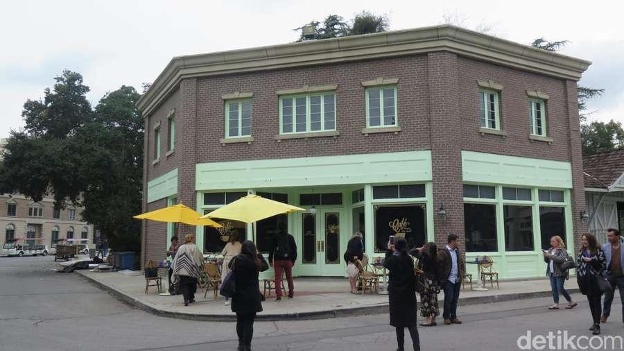 Mampir ke Coffee Shop La La Land Yuk!