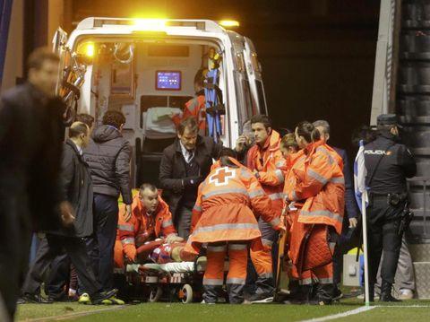 Ambulans saat Fernando Torres cedera.