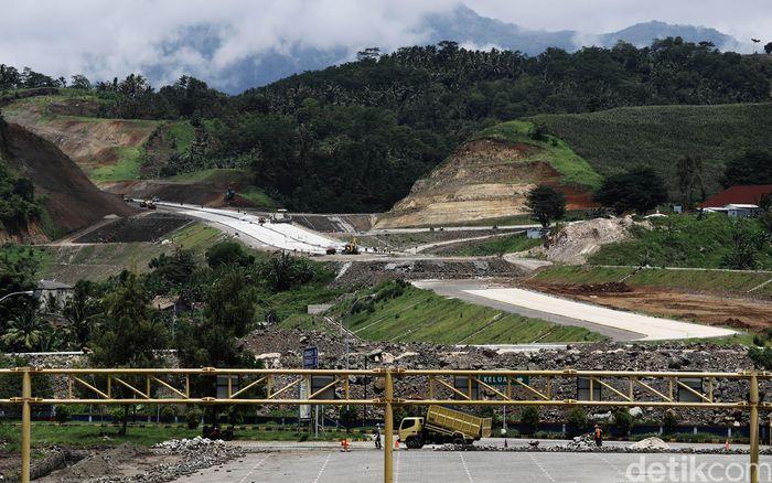 Pembangunan infrastruktur menjadi fokus perhatian Pemerintah Presiden Joko Widodo (Jokowi) saat ini. Sejumlah pengerjaan pembangunan terus dilakukan, salah satunya adalah proyek jalan Tol Trans Sumatera ruas Bakauheni-Terbanggi Besar, yang berlokasi di Provinsi Lampung.