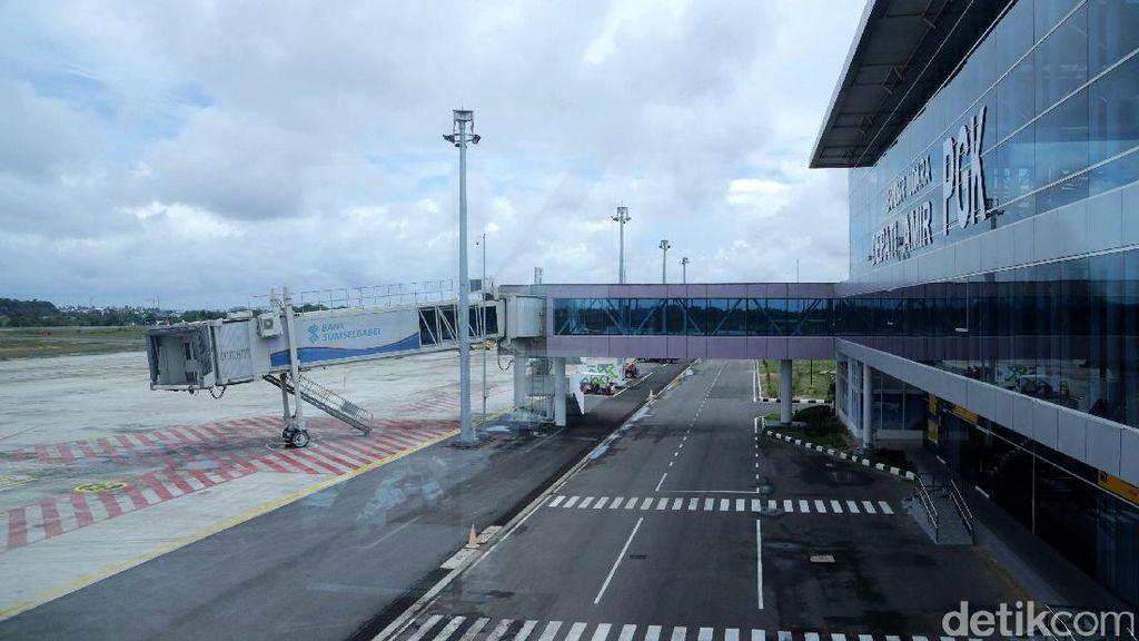Jokowi Resmikan Terminal Baru Bandara Depati Amir