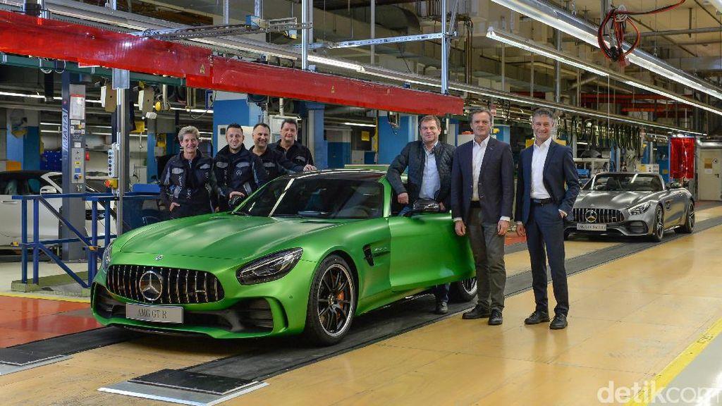 Bos Mercedes-AMG Kini Pimpin Aston Martin