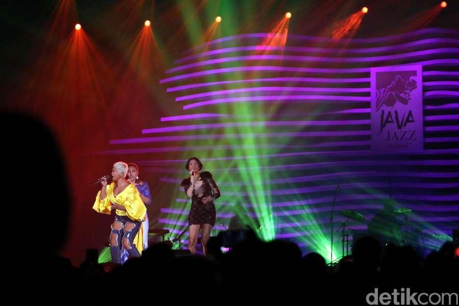 Tribute to Whitney Houston di BNI Java Jazz