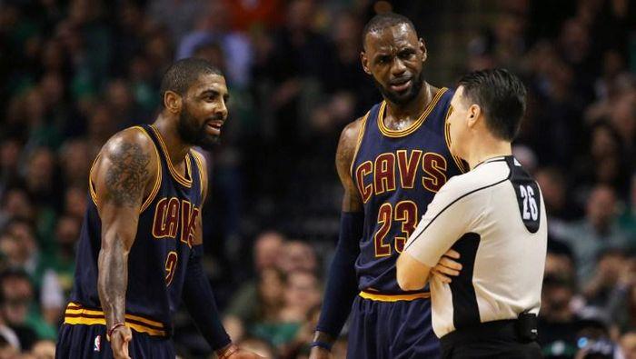 Kyrie Irving dan LeBron James saat masih memperkuat Cleveland Cavaliers (Maddie Meyer/Getty Images/AFP)