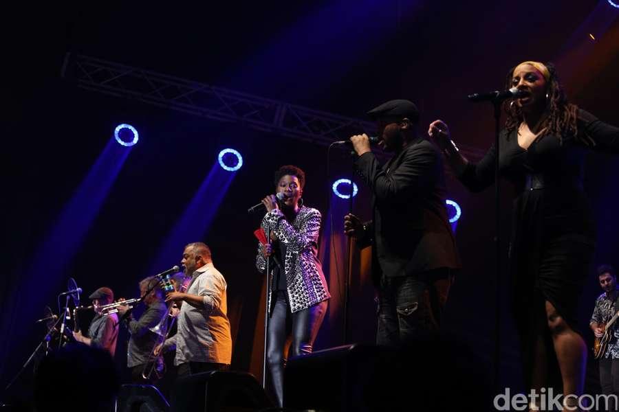Incognito Ajak Dansa Penonton Java Jazz Festival 2017