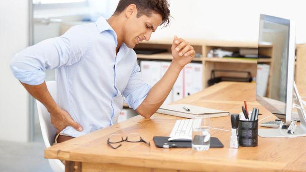Studi: Perokok Lebih Mungkin Dioperasi untuk Masalah Nyeri Pinggang