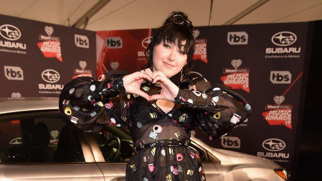 Fans Berat, Adik Miley Cyrus Curi Baju Justin Bieber