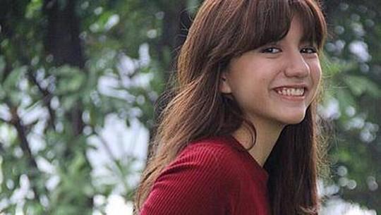 Tatapan Manja Cassandra Lee