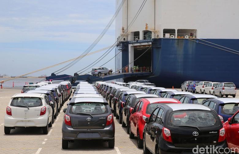 Ekspor mobil-mobil Toyota. Foto: Ari Saputra