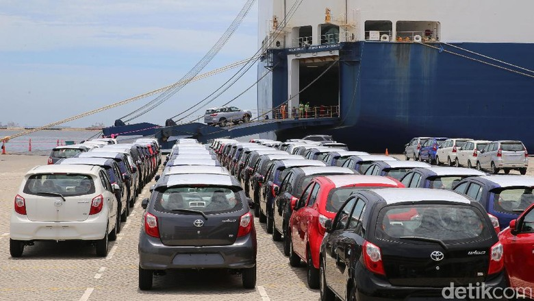 Ekspor mobil Toyota buatan Karawang (Foto: Ari Saputra)