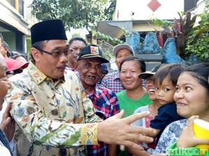 Blusukan di Cipayung, Djarot Kunjungi Lansia yang Sakit