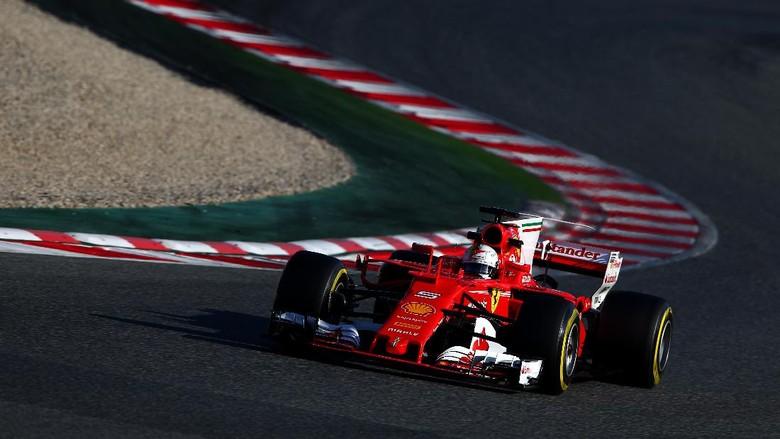 Hamilton Sebut Ferrari Favorit di 2017