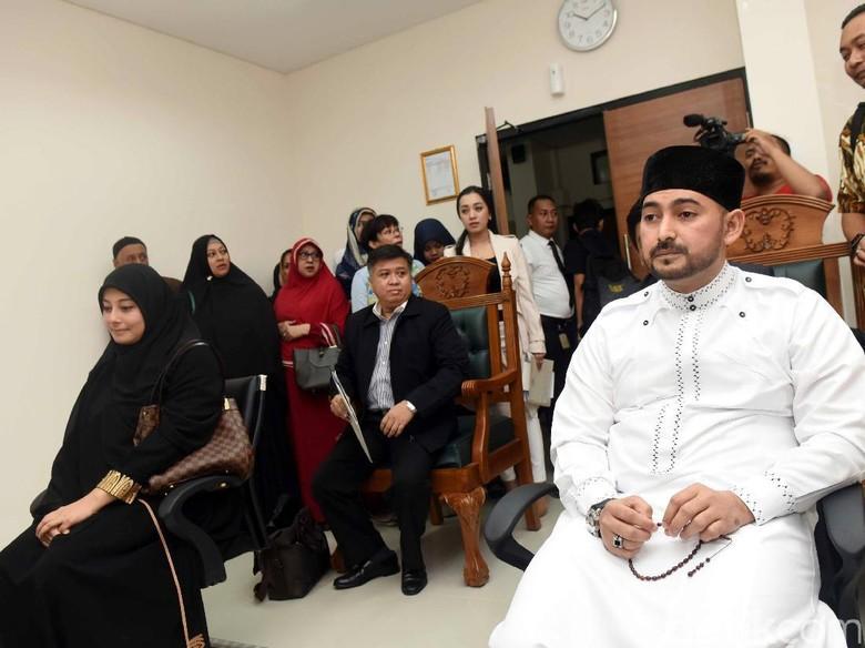 Jalan Bareng Istri Muda, Al Habsyi Tetap Sayang Putri Aisyah