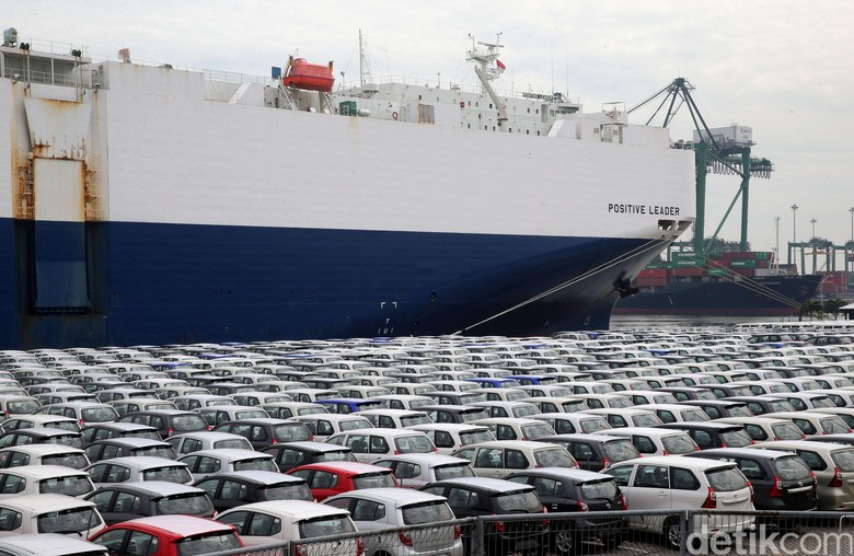 Ekspor mobil Toyota. Foto: Ari Saputra