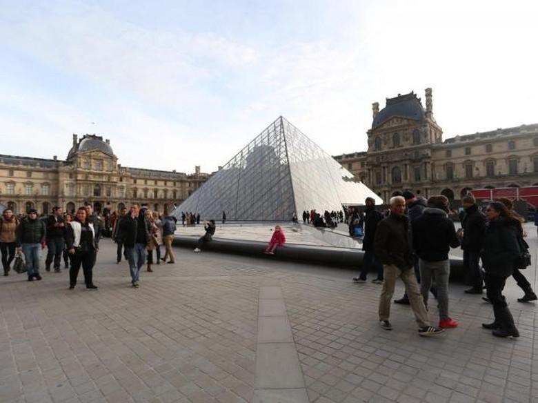 Sungai Seine Meluap, Museum Louvre Tutup Koleksi Pameran Seni Islam