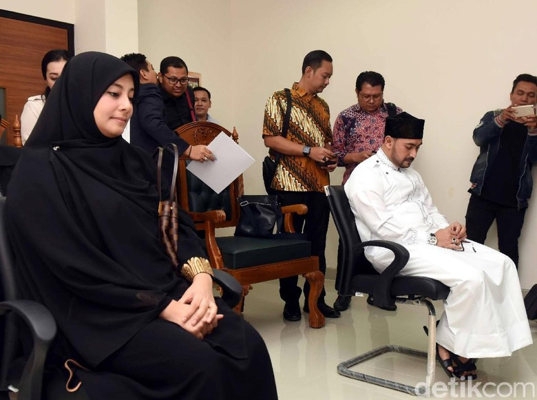 Putri Aisyah Minta Ditalak Tiga Kali oleh Al Habsyi
