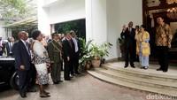 Presiden Jacob langsung disambut oleh Megawati dan Ahok.