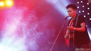 Letupan Semangat Iwan Fals Tutup Java Jazz Festival 2017