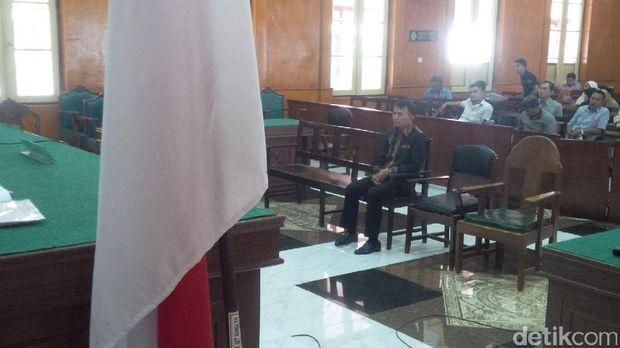 Gatot Pujo Nugroho dalam sidang di PN Medan, Kamis (9/3/2017)