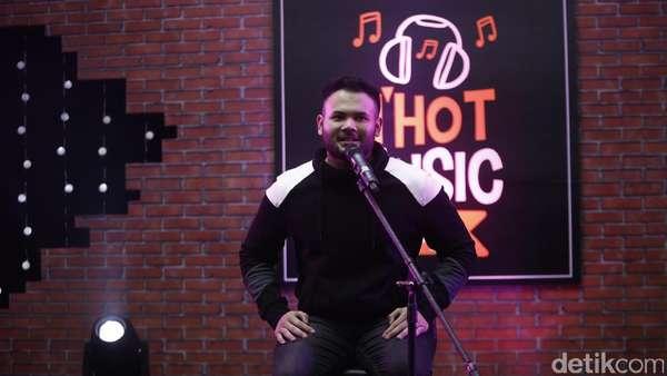 Joget bersama Ridho Rhoma di dHOT Music Day