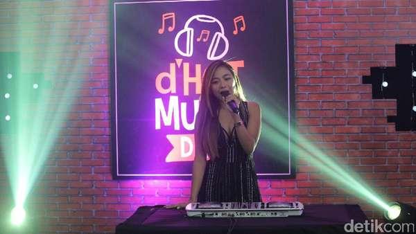 Seksinya Nadia Vega di dHOT Music Day
