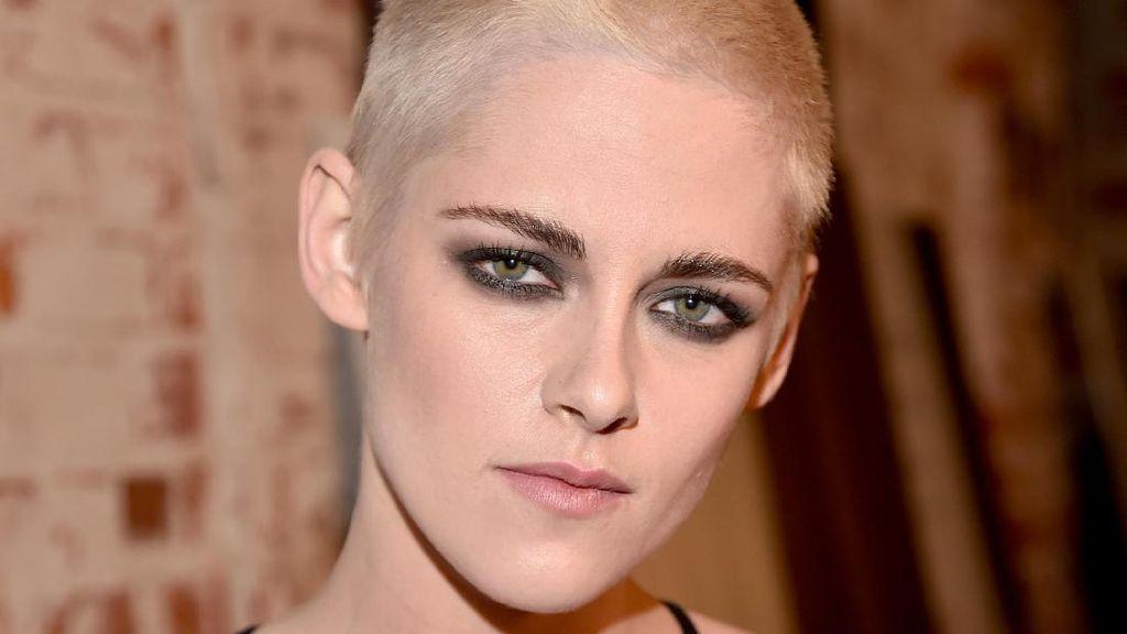 Alasan Kristen Stewart Potong Rambut Hingga Hampir Botak