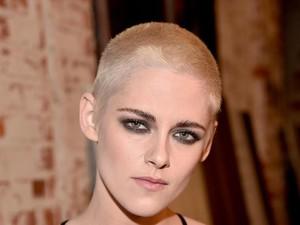 Mengejutkan, Kristen Stewart Tampil dengan Rambut yang Hampir Botak