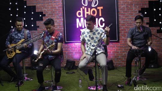 Aksi Gangster of Love di dHOT Music Day