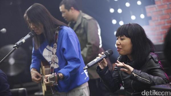 Penampilan Pandai Besi Nyanyikan Lagu Hujan Jangan Marah