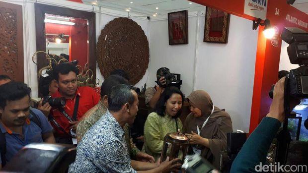 Menteri BUMN Rini Soemarno di Telkom Craft