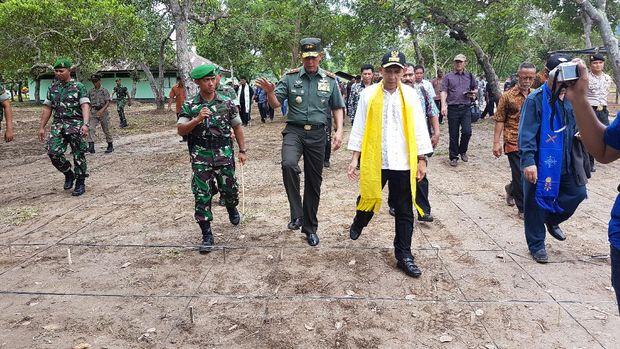 'Menambang' Emas Hijau dan Emas Biru di Maluku