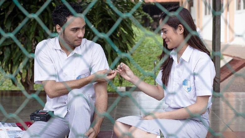 Galih dan Ratna: Memaknai Kembali Kisah Cinta Masa Remaja