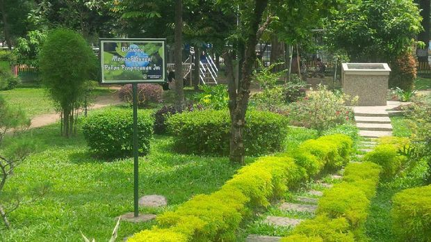 Menikmati Asrinya Taman Beringin di Kota Medan