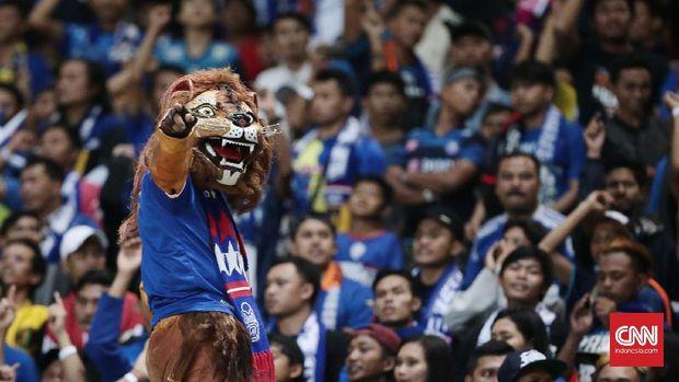 Kerusuhan yang dilakukan suporter Arema FC bahayakan keselamatan pemain Persib Bandung.