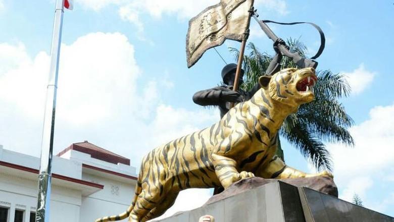Patung Macan Koramil Cisewu dan Warisan Budaya Pajajaran
