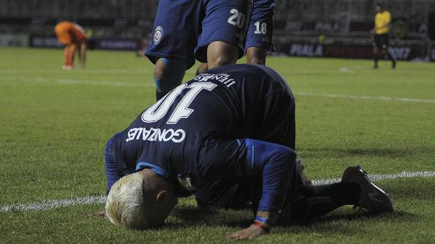 Cristian Gonzales berusaha memperbaiki diri sebagai seorang Muslim.