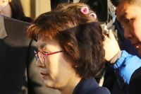 Lupa Copot Roll Rambut ke Persidangan, Hakim Wanita Ini Malah Dipuji