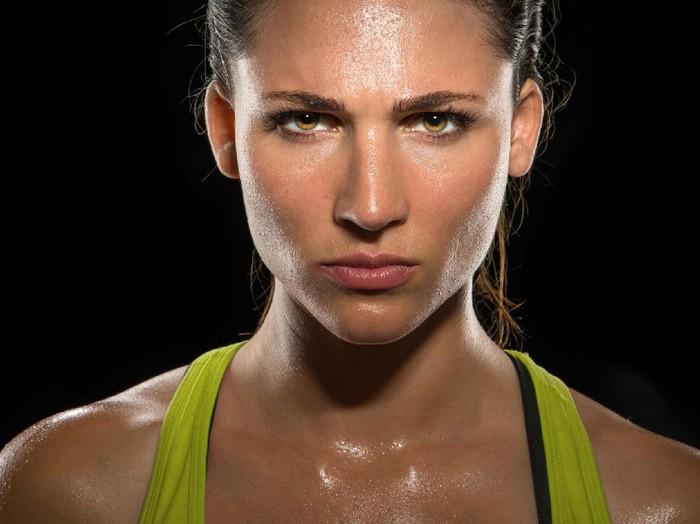 Ilustrasi wanita yang berkeringat/Foto: Thinkstock