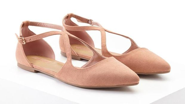 Lelah Pakai Heels? Ini 5 Sepatu Flats Girly yang Tidak Bikin Pegal
