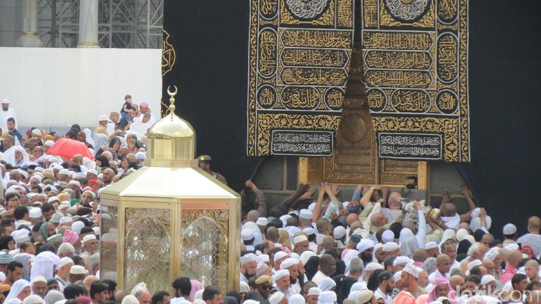 Hiruk Pikuk Kabah di Masjidil Haram