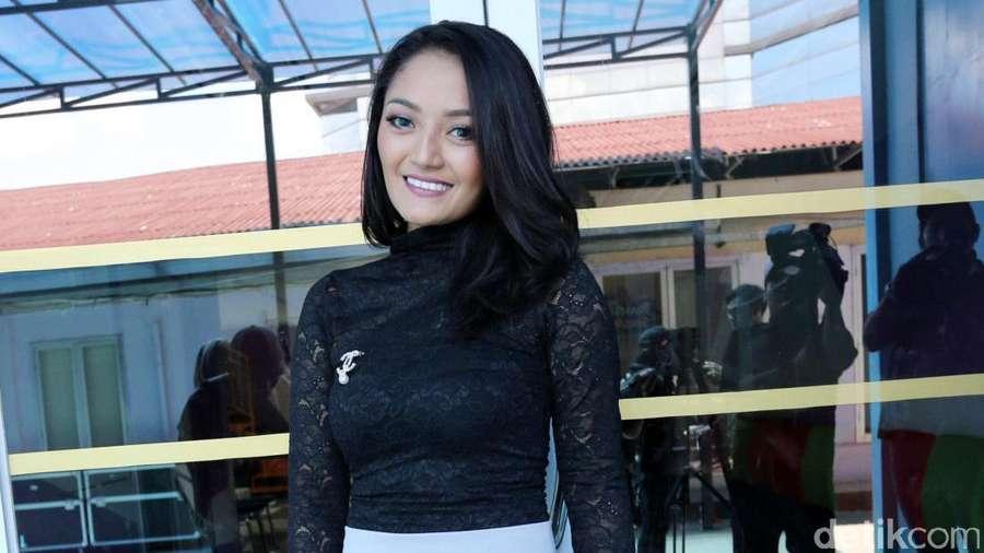 Seksinya Yeyen Lidya dan Siti Badriah